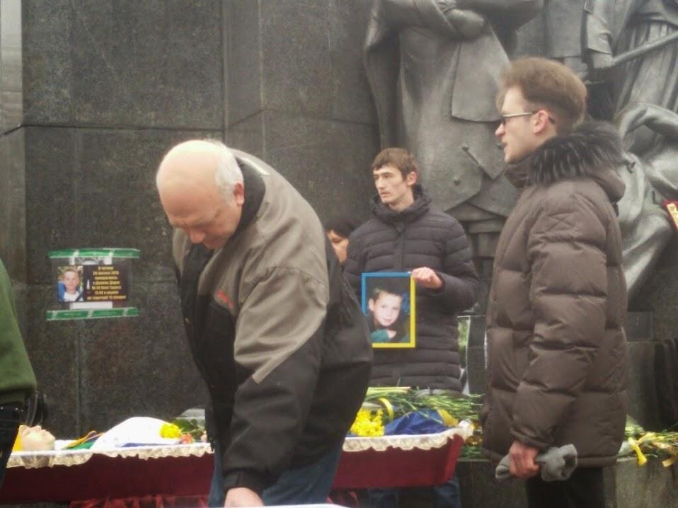 Харьковчане просят присвоить школе имя погибшего во время теракта ребенка
